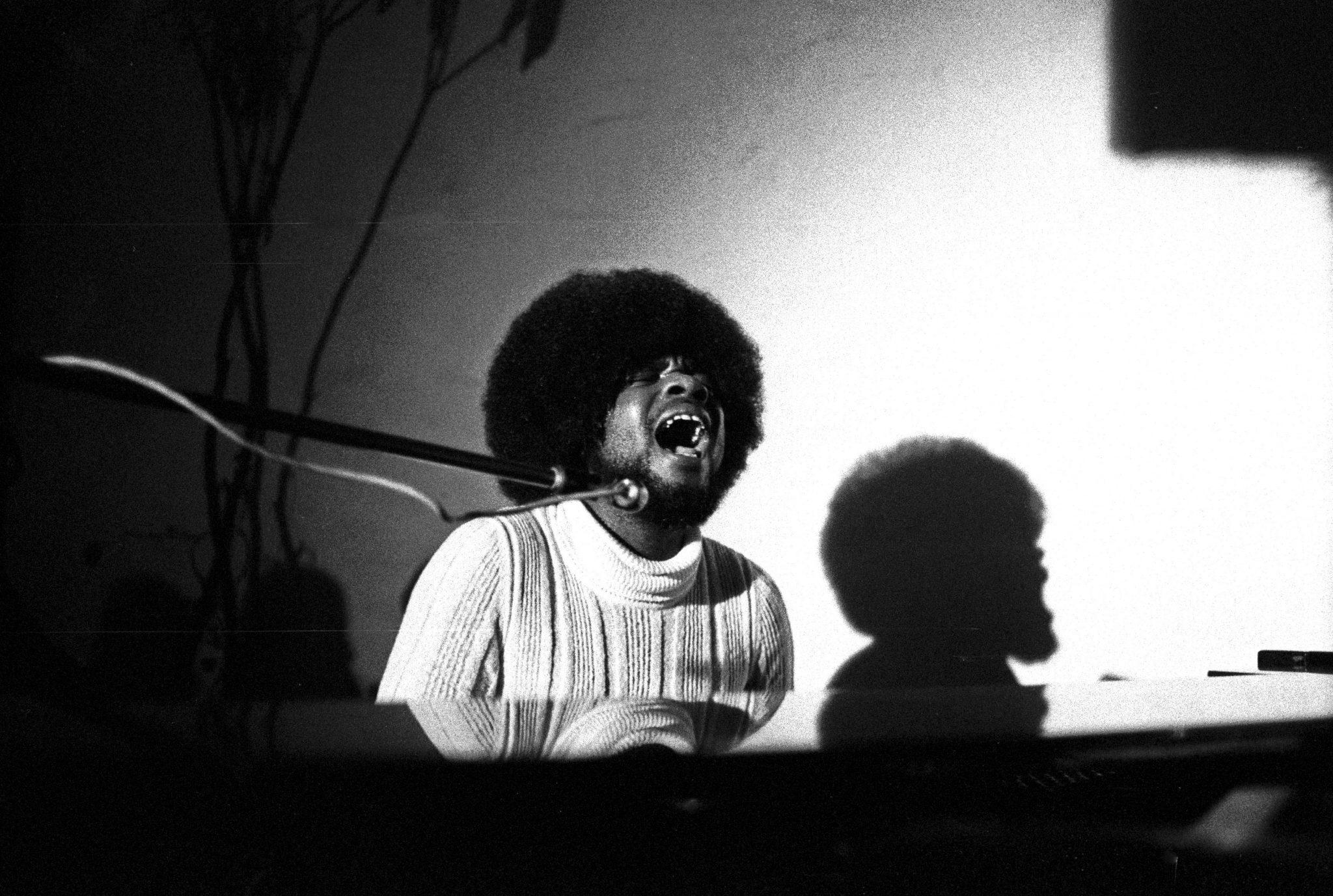 Billy_Preston_perforning_in_1971